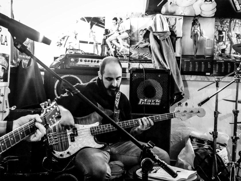 Manuel - Bass